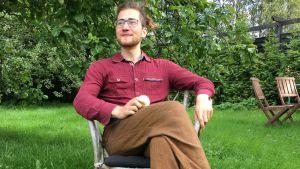 Jakob Wartiovaara i trädgården