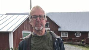 Guy Björklund står utanför Salteriet i Björköby.