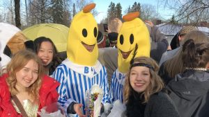 Abiturienter från Lovisa gymnasium firar penkis