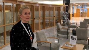Satu Astala på Andelsbankens kontor i Åbo.