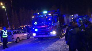 Räddningsverkets blåljus utanför Vasa arena.