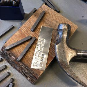 Vasara, metallipunssit, alumiinipala puupalalla