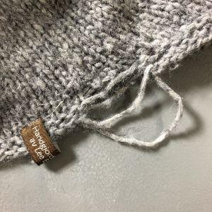 trasig kant på en stickad tröja