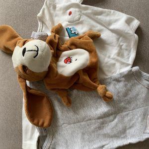 Gosedjur och klädesplagg för baby.