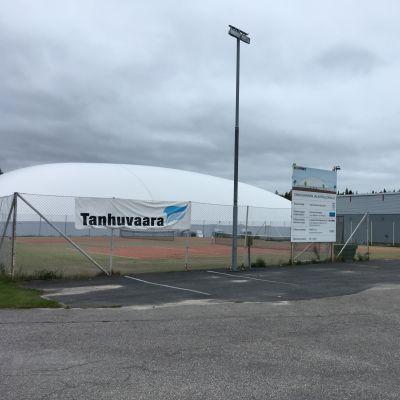 Tanhuvaaran jalkapallohalli Savonlinnassa