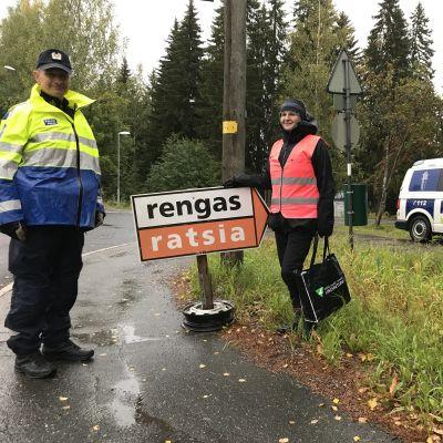 Ylikonstaapeli Timo Kokkonen liikennepoliisista ja Liikenneturvan yhteyspäällikkö Tuula Taskinen
