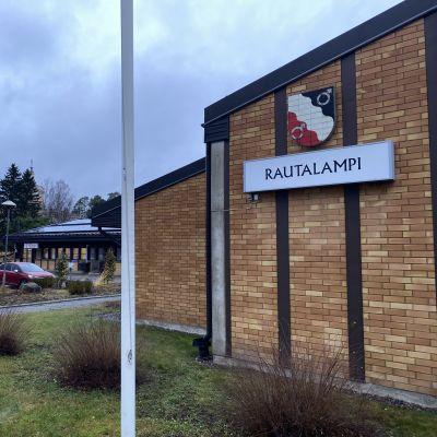 Rautalampi kunnantalo.