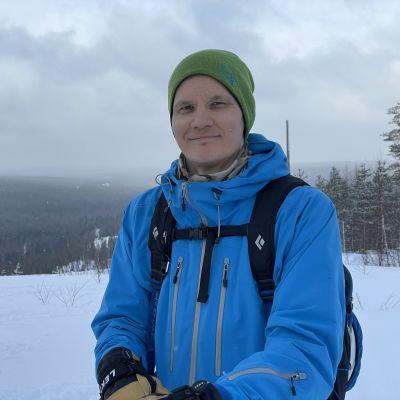 Vapaalaskija Pekka Loikkanen Paljakan laella Puolangassa.