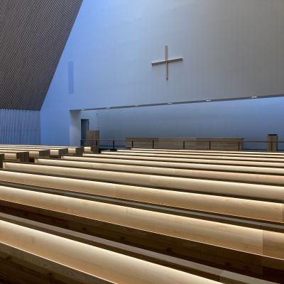 Kyrkosalen i Den heliga treenighetens kyrka i Ylivieska.