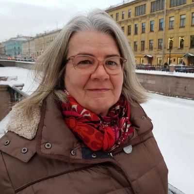 En bild på Kerstin Kronvall tagen ute under vintern.