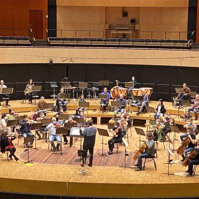 Sinfoniaorkesteri harjoittelee