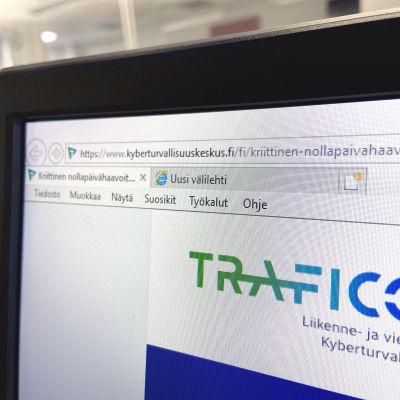 Närbild av en dator som har webbläsaren Internet Explorer öppet.