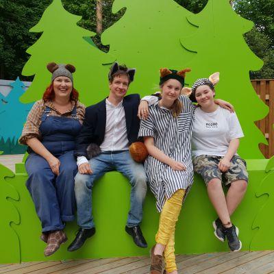 Jonna Sundberg, Markus Haakana, Anna Sundell och Tindra Sederlöf är med i Stora stygga vargen på Finns sommarteater 2018.