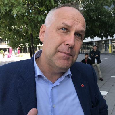 Porträttbild på Jonas Sjöstedt, Vänsterpartiets ordförande.