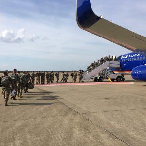 Amerikanska soldater på väg från Kentucky den 31 oktober 2018 till landets sydvästra gräns.