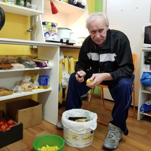 Vladimir Sjumov skalar potatis.