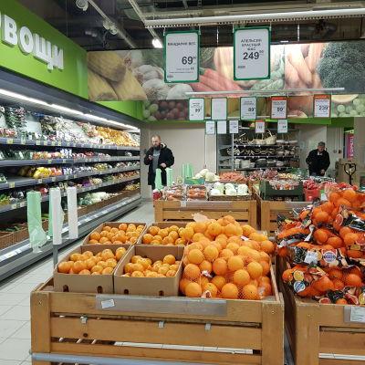 Frukter på en rysk matavdelning.
