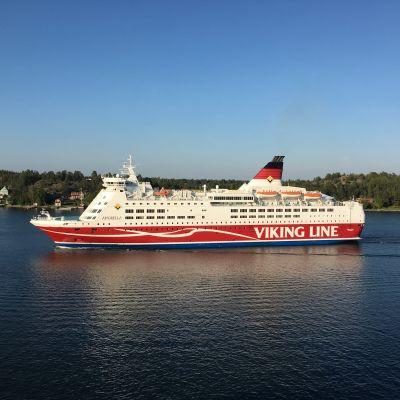 Viking Amorella Tukholman saaristossa.
