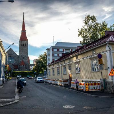 Juhannuskylän puutalo ja Tuomiokirkko
