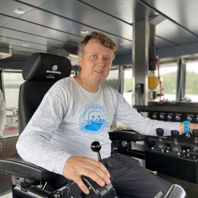Pidä saaristo siistinä ryn uuden huoltoaluksen päällikkö Timo Vorne.