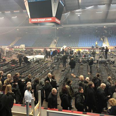 Vasa arena efter att ventilationssystemen fallit ner under en konsert.