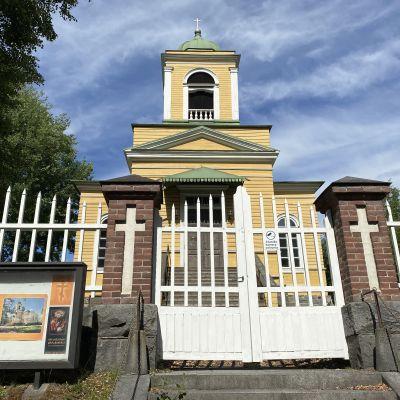 Savonlinnan Pikkukirkko kesällä 2021.