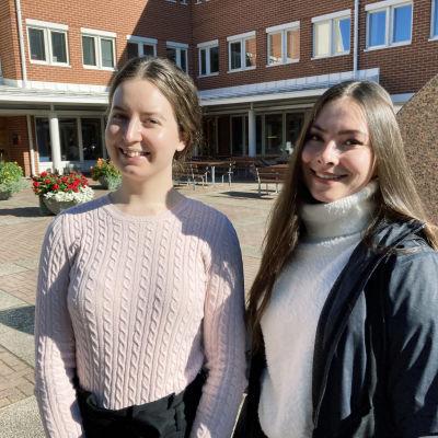 Opiskelijat Maikki Toskala ja Teresa Kvist.