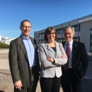 Kommunutredarna Marcus Henricson, Siv Sandberg och J-E Enestam.