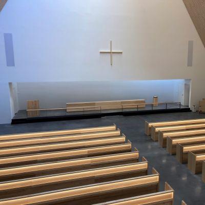 Ylivieskan uuden kirkon kirkkosali.