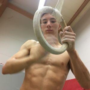 Jakob Byggmästar vid gymnastikträning i Jakobstad.