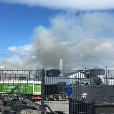 Brand på Toppå avfallscentral i Åbo.