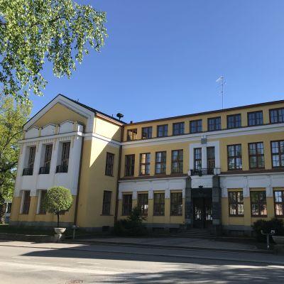 Mikkelin kaupungintalo kesällä 2020.
