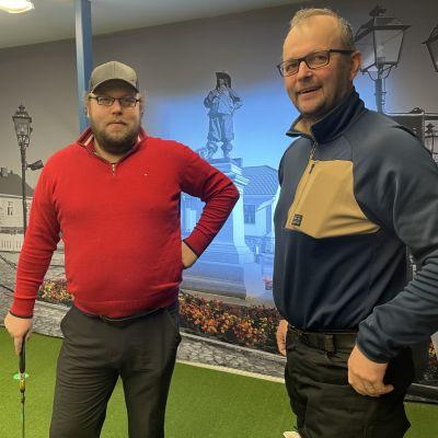 Raahessa avatun uuden golfhallin puuhamiehet Jari Ala-Aho ja Eero Majanen.