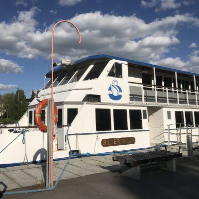 Sisävesilaiva laivarannassa Hämeenlinnassa