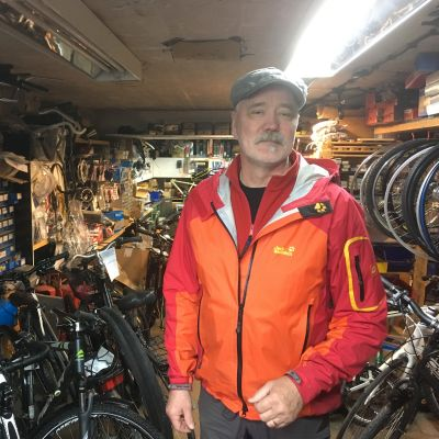 Mats Granbacka bland cyklar