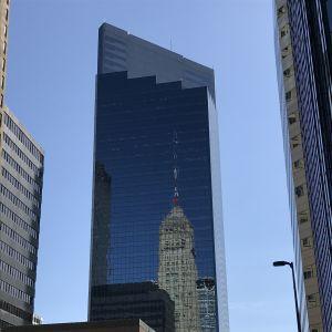 En rik stad med många skyskrapor är Minneapolis