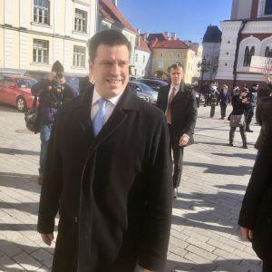Estlands premiärminister Jüri Ratas anländer till Dombergets slott där det estniska parlamentet Riigikogu sammanträder.