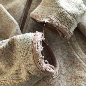 tröja med trasiga muddar