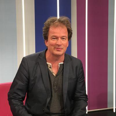 Kjell Westö Puoli seitsemän studiossa.