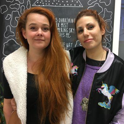 Konstnärerna Ágnes Kaszás och Kemê Pellice på Globe Art Point.