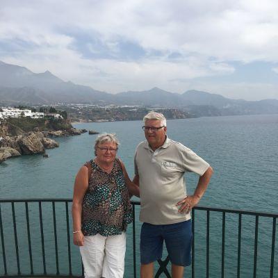 Monica och Göran Hilli njuter av värmen i Spanien under vintrarna.
