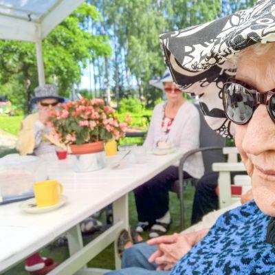 Vanhuksista on tullut pörssiyhtiöiden pelinappuloita Suomen sote-miljardien uusjaossa.
