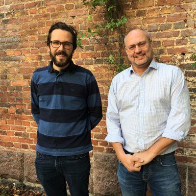 Marek Salermo och Niklas Nylund utanför Efter Nio studion