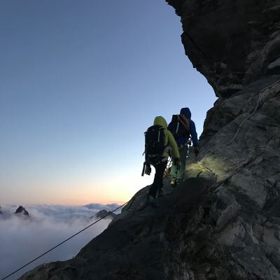 Vuoristoretkeilijöitä Italian Alpeilla