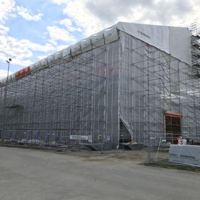 Lieksan Kuhmonkadun koulukeskus rakenteilla toukokuussa 2020.