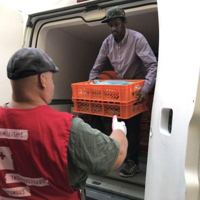 Gluteenittomia tuotteita toimitetaan SPR:n avustuskasseihin pakattavaksi