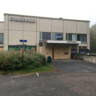 Kuopion vanhan uimahallin julkisivu