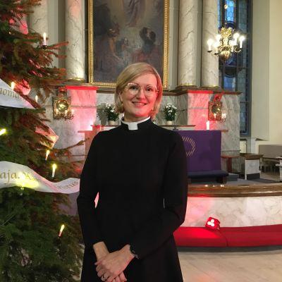 Oulun seurakunnan tuomiorovasti Satu Saarinen Oulun tuomiokirkossa.