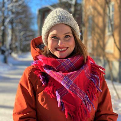 Elokuvaohjaaja Suvi West helmikuussa 2021 kuvattuna Helsingin Käpylässä.