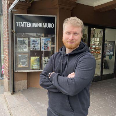Teatteri Vanhan Jukon taiteellinen johtaja Esa-Matti Smolander